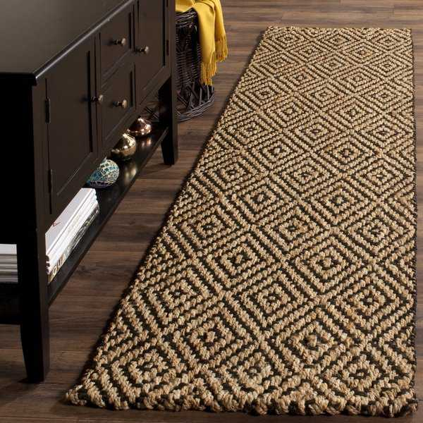 Safavieh Handmade Natural Fiber Diamond Geo Natural/ Black Jute Rug - 2'3' x 6'